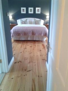 Queen size bedroom with ensuite and walk in wardrobe
