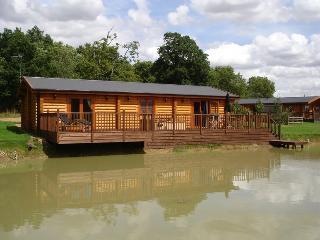 Holiday log cabin 5* Hot tub and Sauna - Poppy, Oakham