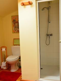 chaque chambre a sa salle d'eau avec lavabo-toilette-douche