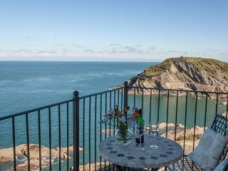 Seascapes, sea facing 3 bedroom apartment with private parking for 2 cars, Ilfracombe