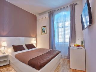 Split Luxury Room GREY ****
