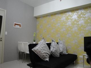 Condo in Makati 2bedroom free WiFi