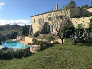 Large Farmhouse with pool South France, sleeps 10, Gabian