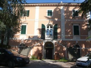 Villa apartment with park near the beaches, San Giuliano Terme