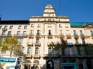 Modern and lovely apartment with a spectacular view of the Plaza Catalunya - B305