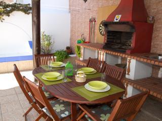 Cantinho Algarvio, casa com 2 quartos e terraço perto da praia