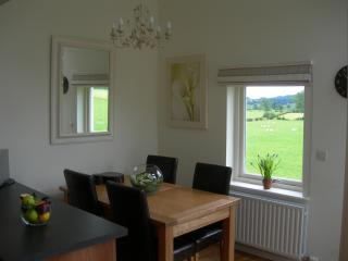Dining area - overlooking stunning views