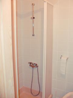room 3 showerroom and toilet (soap, shampoo, hairdryer, towels...provided)
