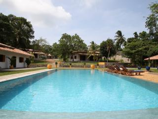 Sri Devi Retreat, ideal for groups and families, 5 individual bungalows/cabanas