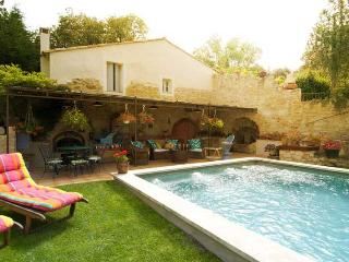 "New ""Le Nid Biscornu"" Romantic 1 Bedroom Rental with Hot Tub and WiFi, in St Remy at Provence Paradise, St-Rémy-de-Provence"