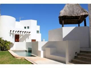 San Miguel beachfront home with private pool, Chicxulub
