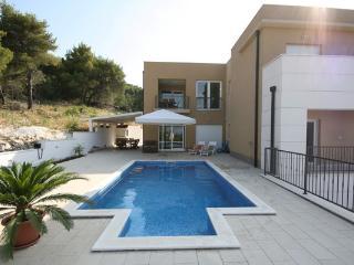 Villa Tina, Slatine
