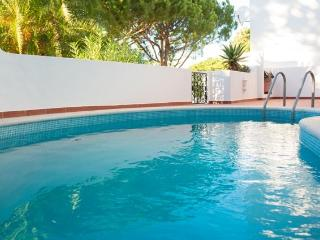 Fresia - 2 Bedroom Apartment in Front of Vale do Lobo Tennis