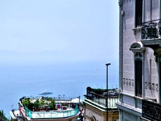 CASTOM HOUSE, Naples