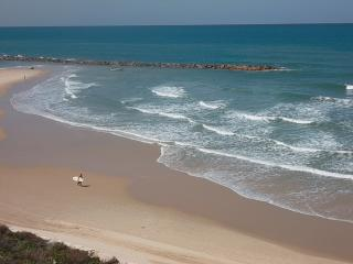 A Peaceful Getaway, Kikar & Beach !, Netanya