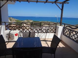 SEA MAGIC B3/24 2 bed p/house with terrace and sea views