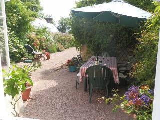 sunny courtyard for breakfast or apperitifs