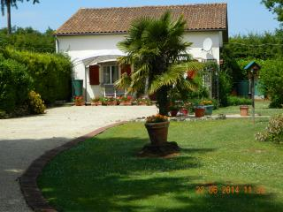 Pinewood Cottage Civray France