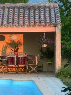 Un petit coin de paradis: la piscine en pleine nature.