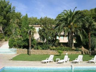 Villa Menpenti, sleeps up to 10, private pool., Bandol