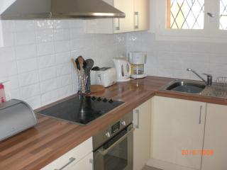 Fully equipped, smart, modern kitchen with dishwasher