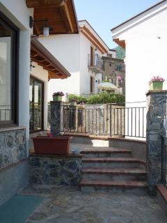 esterno della sala colazione di Borgo San Francesco e del monolocale 'noce'