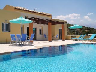Almyrida View Villa, 4 bedroom luxury villa w/ views, 550m from Almyrida Beach.