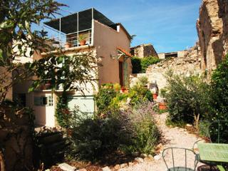 Languedoc house with views, Caunes-Minervois