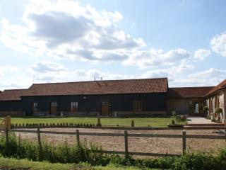 Barley Barn, 3 bed, 3 bath.  Super king bed, jacuzzi bath, walk in shower..