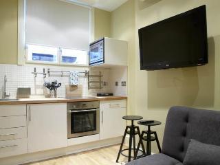 Spacious 4 bedroom flat, 2 minutes from Trafalgar Square, London