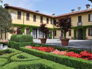 Villa La Vescogna, Historical house near Lake Como