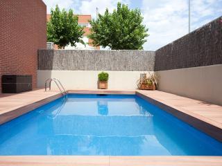 Villa de playa en Barcelona piscina y jardin privados vistas al mar 5 min playa