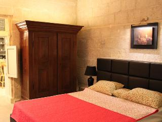 Luxury 17th Century Palazzo  Apartment 2, Valletta