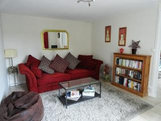 The cosy lounge with books, magazines, dvds and cds.