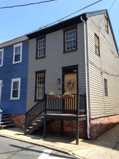 Charming Townhouse - Steps to City Dock and USNA