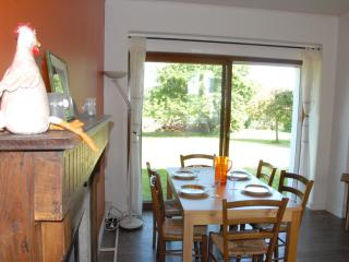 Country House, 1 mile from beaches, sleeps up to 7, Trégunc