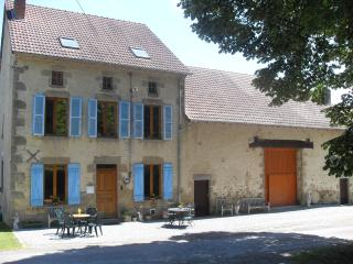 Luxury Farmhouse with superb lake views 5* Rated, Dompierre-les-Eglises