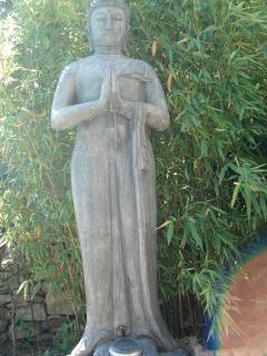 le bouddha du jardin veille sur votre tranquilite