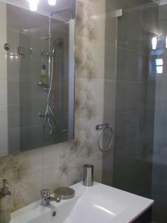 Casa de banho de acesso ao piso inferior