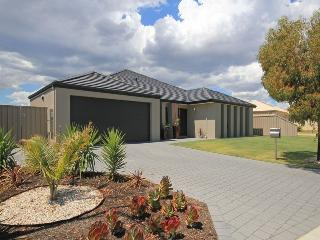 Chic Holiday Home, Carramar
