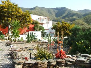 Casa Roja Self Catering (Private garden with BBQ), Aguilas