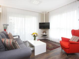 Lili's Place 2BR Quality Apt. in the Marina Island, Herzliya