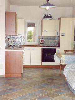 la cucina è perfettamente attrezzata e spaziosa