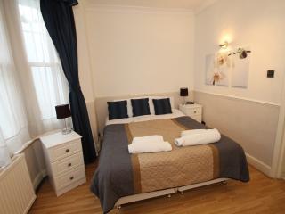 2 Bedroom Garden Apartment, Londres