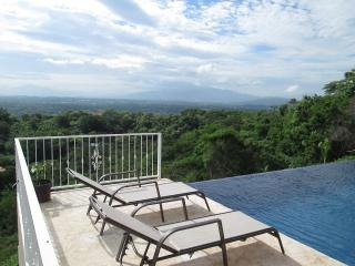 Gorgeous New Home with Spectacular Views of Entire, Atenas