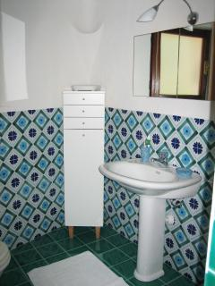Bathroom for rooms 2 and 3