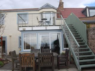 Rockvale Cottage on the beach in Lower Largo. Winter bookings & short breaks.