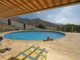 Casa Roja Self Catering (Private garden with BBQ)