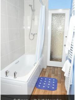 Bathroom - with bath/shower/wc