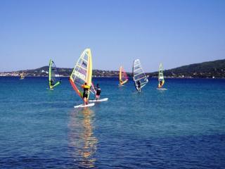 Activité nautique, golf de Saint Tropez, jet ski, parachute ascensionnel